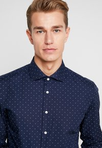 Seidensticker - SLIM FIT - Formal shirt - dark blue - 4