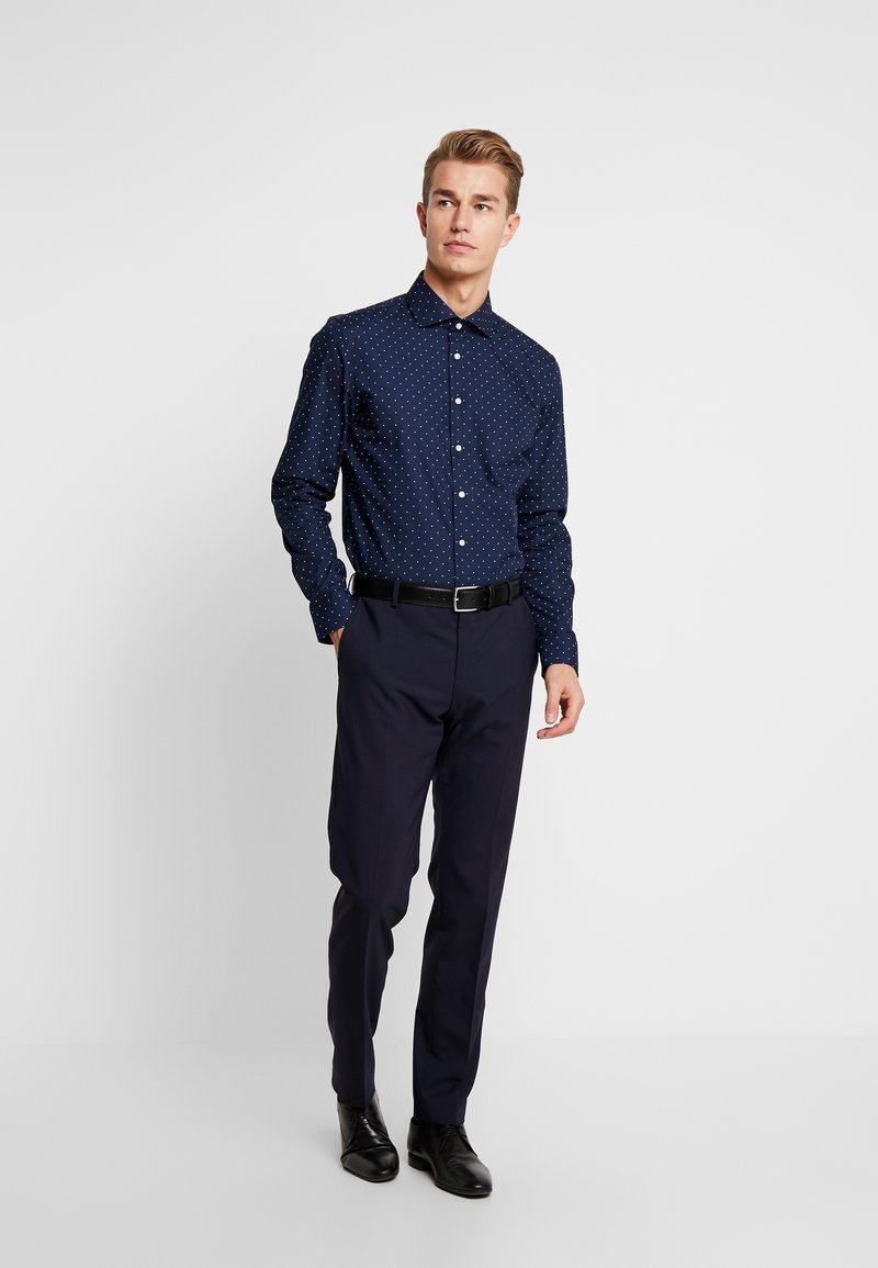 Seidensticker - SLIM FIT - Formal shirt - dark blue