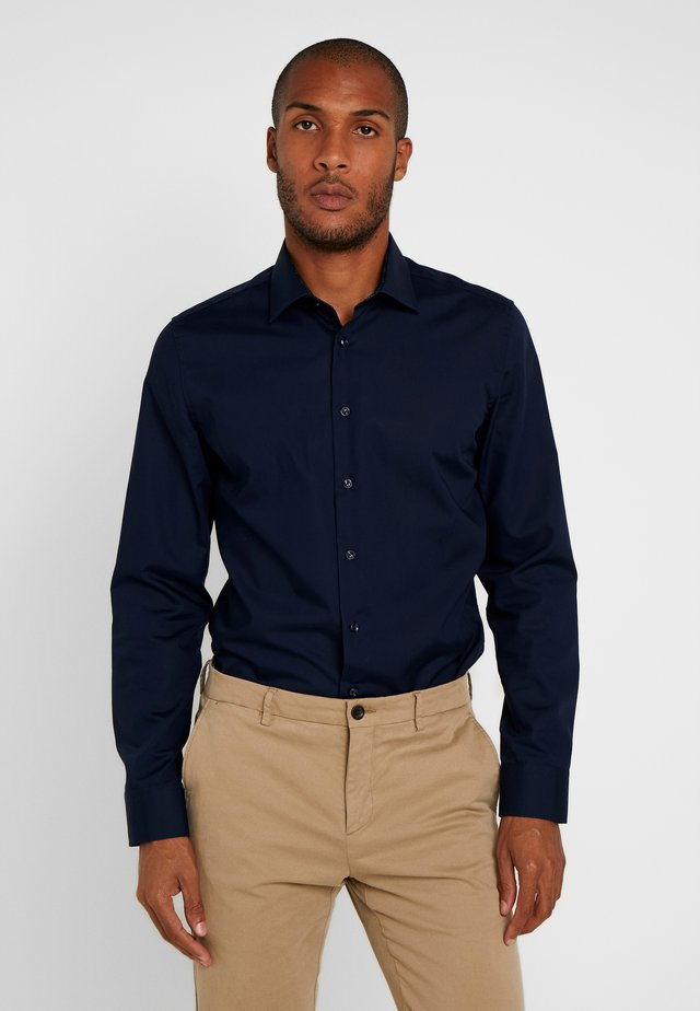 BUSINESS KENT PATCH SLIM FIT - Finskjorte - dark blue