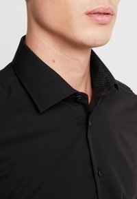 Seidensticker - BUSINESS KENT PATCH SLIM FIT - Zakelijk overhemd - black - 3