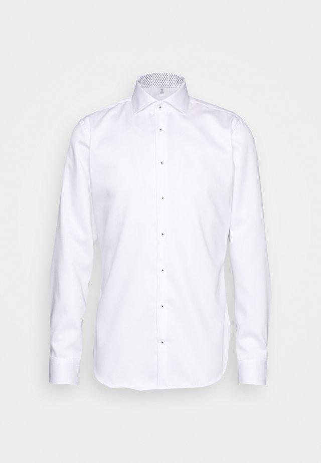 SLIM LIGHT SPREAD KENT PATCH - Businesshemd - weiß