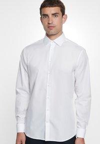 Seidensticker - TAILORED FIT - Zakelijk overhemd - white - 1