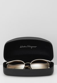 Salvatore Ferragamo - Sonnenbrille - ivory/gold-coloured - 2