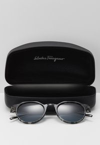 Salvatore Ferragamo - Sluneční brýle - grey havana - 2