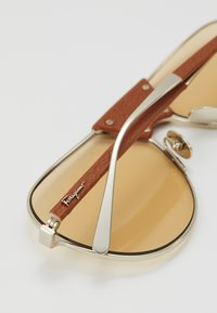 Salvatore Ferragamo - Gafas de sol - gold-coloured/camel - 4