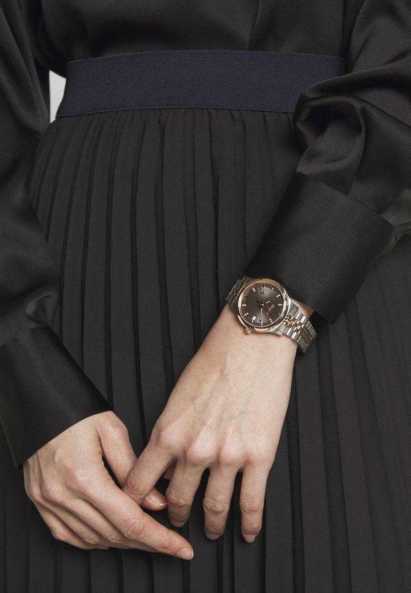 Salvatore Ferragamo - Uhr - silver-coloured