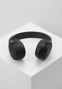 Skullcandy - RIFF WIRELESS ON-EAR - Høretelefoner - black - 2