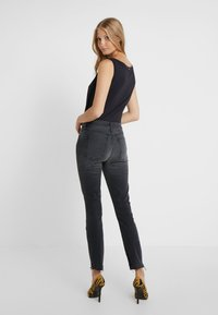 3x1 - MID RISE - Jeans Skinny Fit - black denim - 2