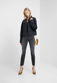 3x1 - MID RISE - Jeans Skinny Fit - black denim - 1