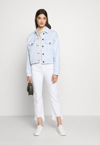 3x1 - AUSTIN CROP - Straight leg jeans - playa - 1