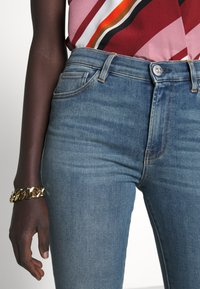 3x1 - MID RISE CROP - Jeans Skinny Fit - carrie - 7