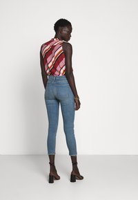 3x1 - MID RISE CROP - Jeans Skinny Fit - carrie - 2