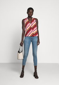 3x1 - MID RISE CROP - Jeans Skinny Fit - carrie - 1