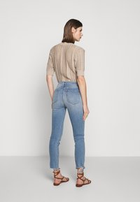 3x1 - AUTHENTIC CROP - Straight leg jeans - gina destroy - 2