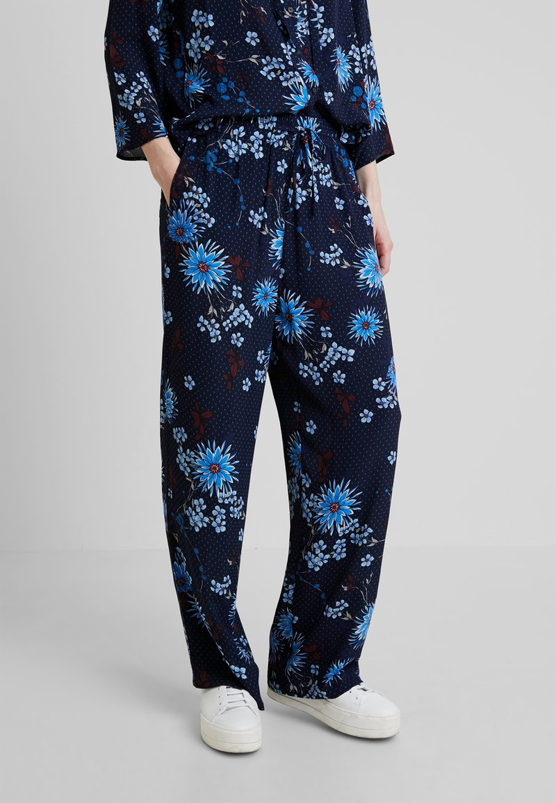 Marc O'Polo - PANTS REGULAR BUT COMFY FIT WIDE - Stoffhose - mottled blue