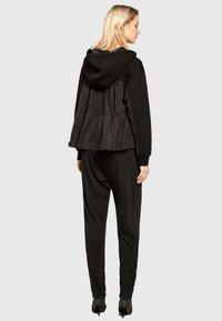 Apart - Pantalon classique - black - 2