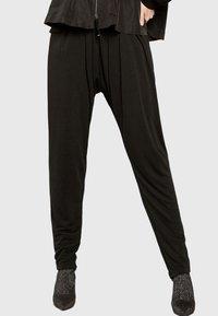 Apart - Pantalon classique - black - 0