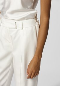 Apart - Pantalon classique - cream - 3