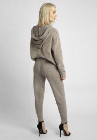 Apart - Pantalon de survêtement - taupe - 2