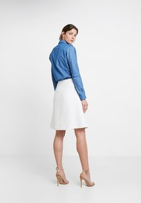 Apart - SKIRT WITH TENCELFLOWERS - Jupe trapèze - off-white - 2