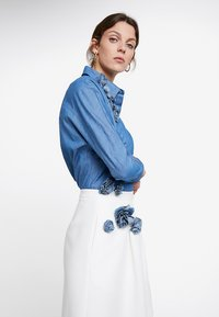 Apart - SKIRT WITH TENCELFLOWERS - Jupe trapèze - off-white - 3