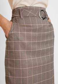 Apart - GLENCHECK SKIRT WITH BELT - Jupe crayon - taupe - 4