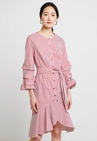 Apart - STRIPED DRESS - Robe chemise - red/cream - 0