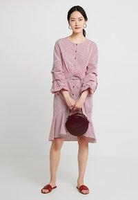Apart - STRIPED DRESS - Robe chemise - red/cream - 2