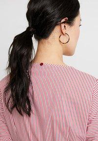 Apart - STRIPED DRESS - Robe chemise - red/cream - 5