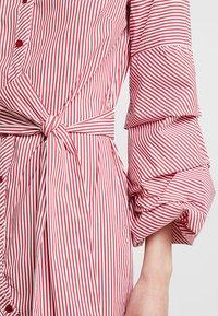 Apart - STRIPED DRESS - Robe chemise - red/cream - 7