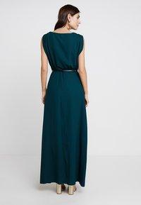 Apart - DRESS WITH BELT - Robe de soirée - emerald - 2