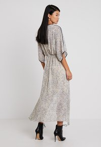 Apart - PRINTED DRESS - Robe longue - stone/multicolor - 2