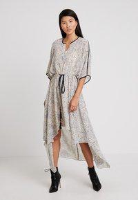 Apart - PRINTED DRESS - Robe longue - stone/multicolor - 0