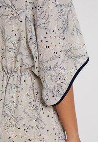 Apart - PRINTED DRESS - Robe longue - stone/multicolor - 4