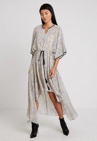 Apart - PRINTED DRESS - Robe longue - stone/multicolor - 1