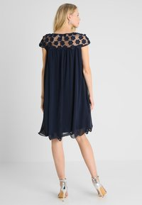 Apart - DRESS WITH FLOWERS - Robe de soirée - midnight blue - 3