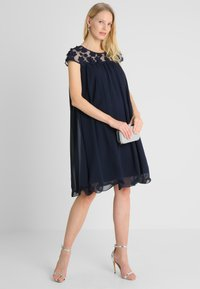 Apart - DRESS WITH FLOWERS - Robe de soirée - midnight blue - 2