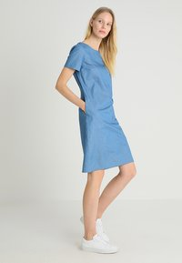 Apart - DRESS - Robe en jean - blue denim - 1