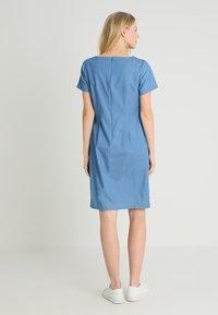 Apart - DRESS - Robe en jean - blue denim - 2