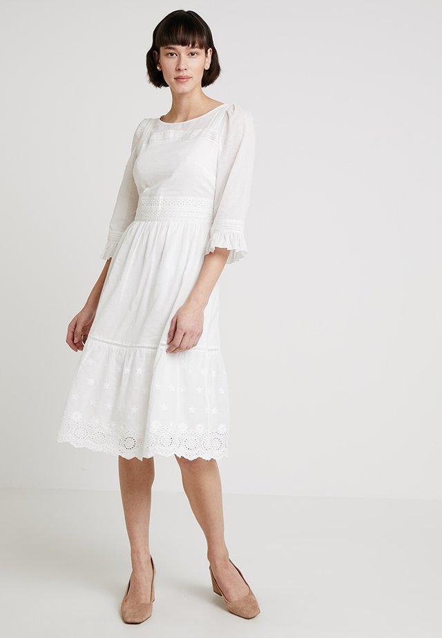 DRESS - Vapaa-ajan mekko - cream