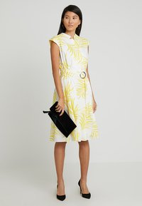 Apart - PRINTED DRESS - Robe de soirée - cream/yellow - 1