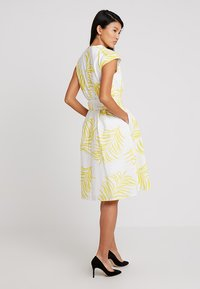 Apart - PRINTED DRESS - Robe de soirée - cream/yellow - 2