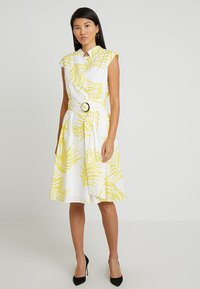 Apart - PRINTED DRESS - Robe de soirée - cream/yellow - 0