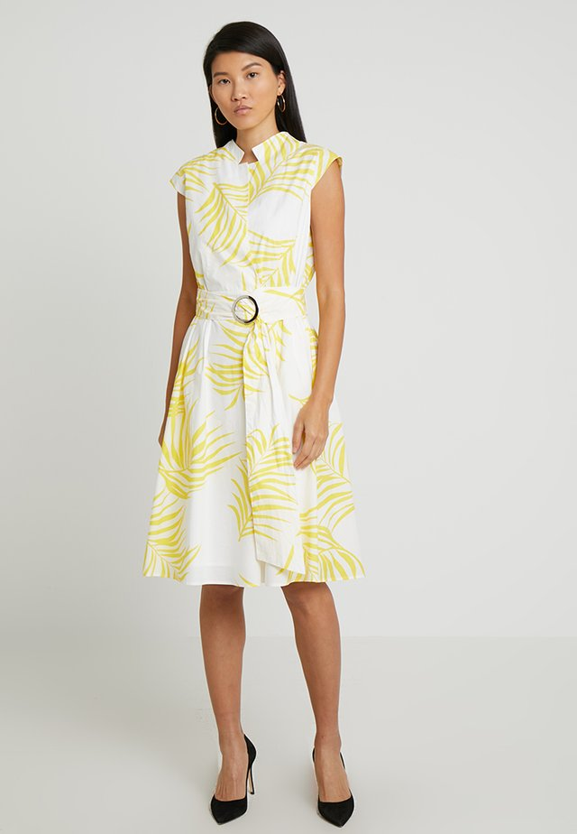 PRINTED DRESS - Cocktailkjoler / festkjoler - cream/yellow