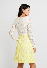 Apart - JACQUARDDRESS - Robe de soirée - cream/yellow - 3