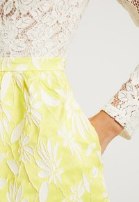 Apart - JACQUARDDRESS - Robe de soirée - cream/yellow - 5
