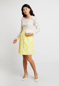 Apart - JACQUARDDRESS - Robe de soirée - cream/yellow - 2