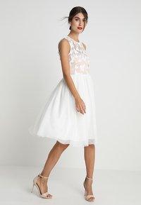Apart - DRESS WITH EMBROIDERY - Robe de soirée - cream/nude - 1