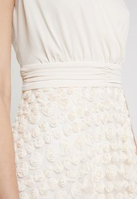 Apart - DRESS WITH ROSES - Robe de soirée - nude - 5
