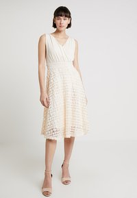 Apart - DRESS WITH ROSES - Robe de soirée - nude - 3